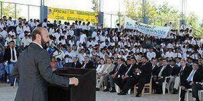 Insfrán inauguró el ciclo lectivo en la localidad de Laguna Yema