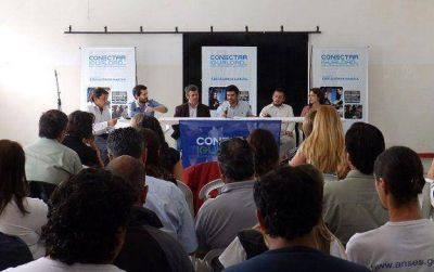Gianella encabezó encuentro de Conectar Igualdad en Benavidez