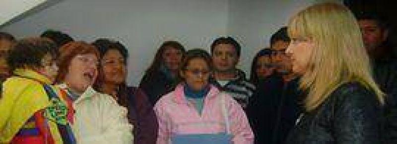 Liliana Fellner entregó pensiones para beneficiarios de capital