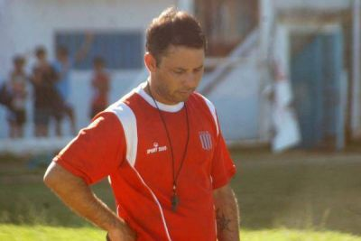 Sebasti�n Far�as dej� de ser el DT de Belgrano