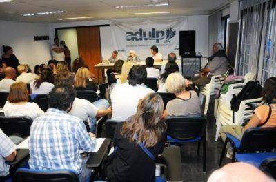 Adulp pide que desplacen a Pérez Albizú de su cátedra