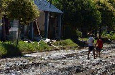 Lentamente, vecinos comienzan a intentar reacondicionar sus casas