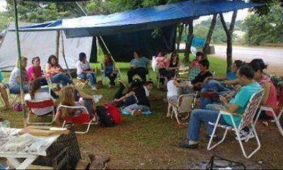 Docentes en huelga acampan en Jardín América