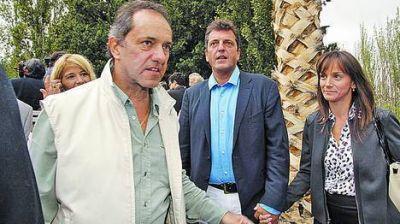 Scioli y Massa cruzaron un saludo relámpago en Mendoza