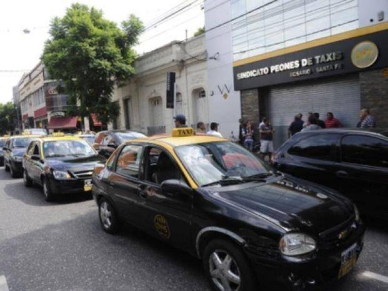 Taxistas paran hasta mañana a las 18 tras una nueva agresión a un chofer que fue baleado y está grave