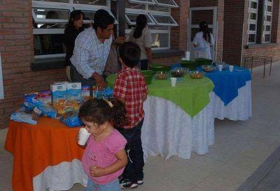Desayunos y meriendas nutricionales y saludables para 65 mil niños de la provincia
