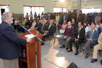 El Gobernador abrió el ciclo lectivo del Secundario en Camarones