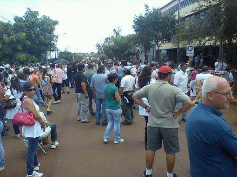 Piqueteros retuvieron a funcionarios de Educaci�n en medio de negociaciones salariales