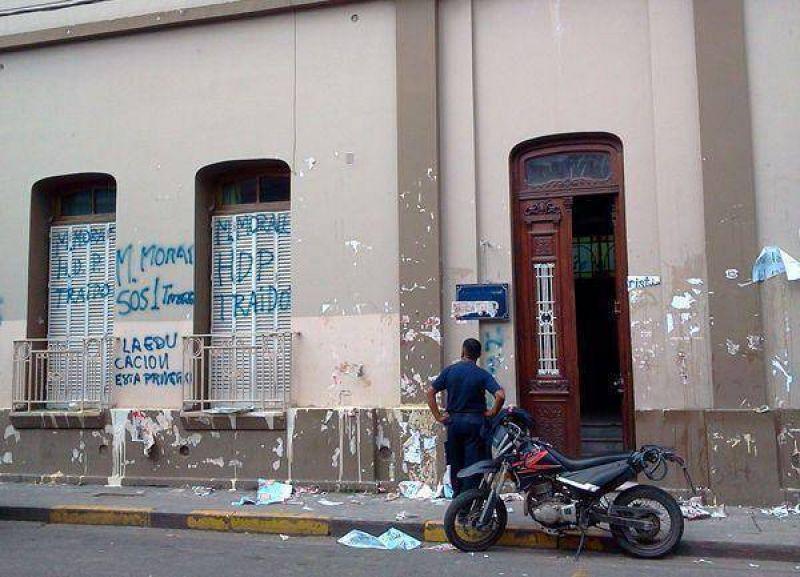 Paro docente: los gremios no acataron la conciliación y escracharon a Miguel Morales