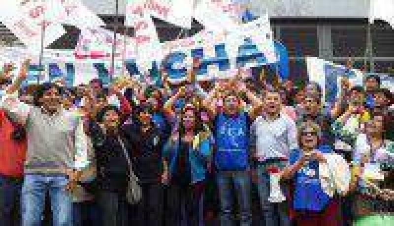 Ante la falta de acuerdo, el Frente de Gremios Estatales volvió a las calles
