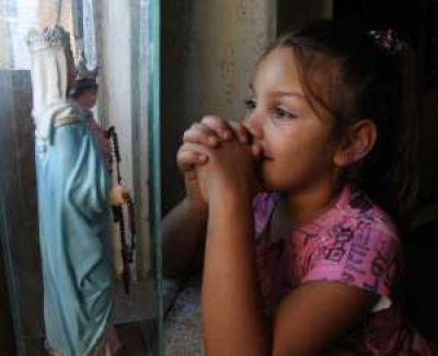 Afirma que su hija de 6 años es la intermediaria de la Virgen desde los 3