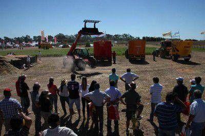 La súper soja y la maquinaria robótica, vedettes de Expoagro 2014