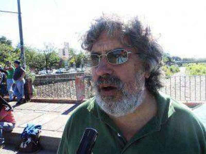 """Para Acosta, las intenciones del Fellner de sancionar a los sindicatos son """"una fantochada y una payasada"""""""