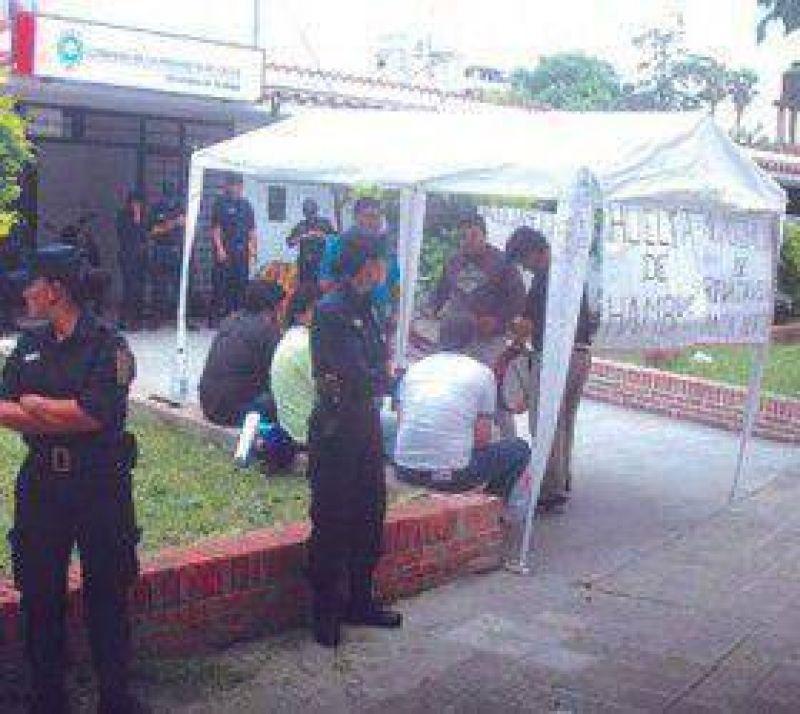 Municipales: tercer día de huelga en Las Lajitas