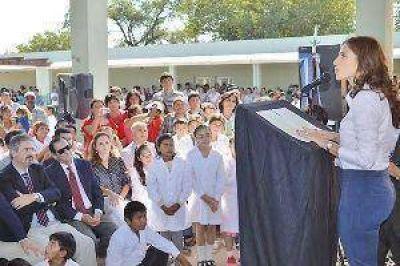 La gobernadora ratific� que se seguir�n construyendo escuelas en toda la provincia