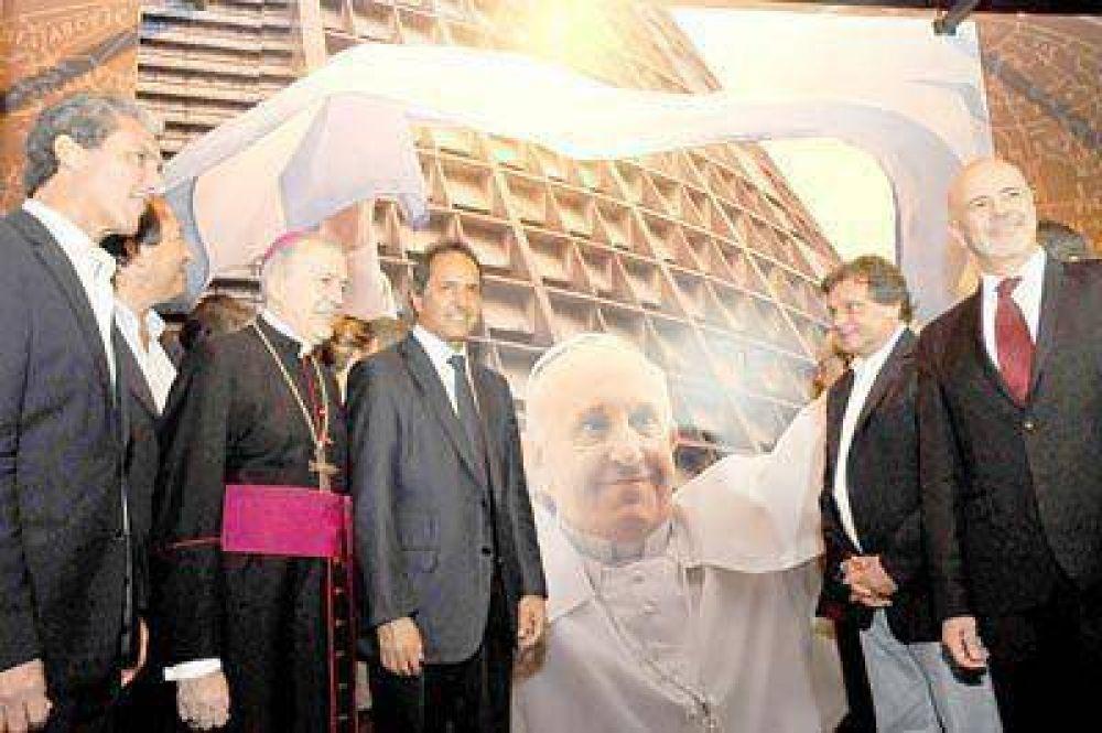 """Se inauguró en el museo la muestra """"Francisco, un argentino universal"""""""