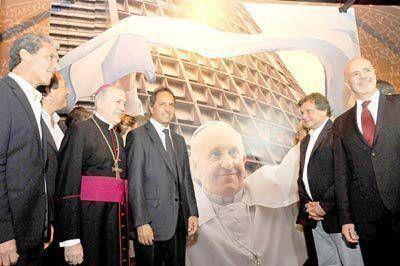 """Se inaugur� en el museo la muestra """"Francisco, un argentino universal"""""""