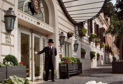 La gira de Cristina comienza con comitiva reducida y hotel señorial
