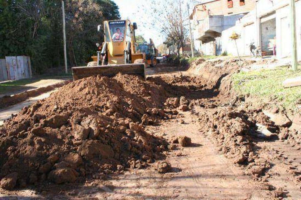 """En el marco del plan """"Obras para todos los argentinos"""": El municipio comenzó obras de pavimentación en el casco urbano"""