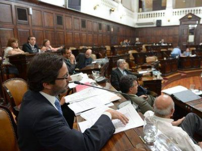 Intendentes se quejan por la demora en aprobar el presupuesto