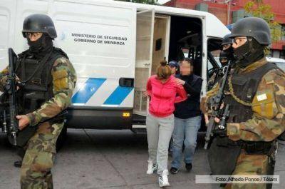 """Trasladaron a Mendoza a """"La Yaqui"""" Vargas para ser indagada por el juez"""