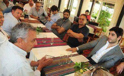 Zamora y Facundo Moyano junto a empresarios de guarderías náuticas