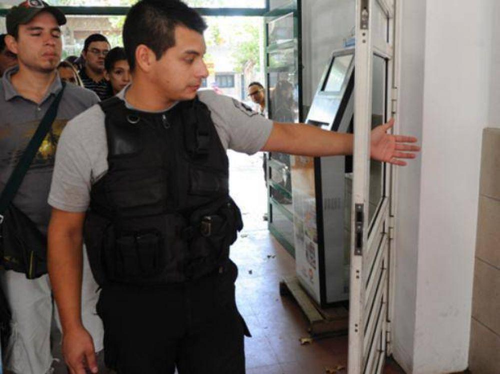 El sindicato médico exige detectores de metales en la puerta de hospitales