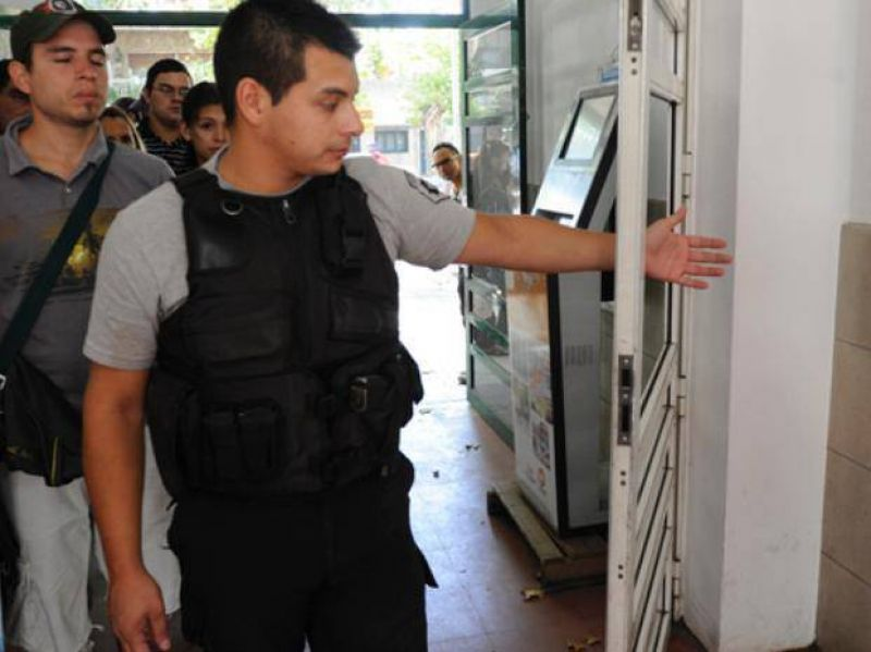 El sindicato m�dico exige detectores de metales en la puerta de hospitales