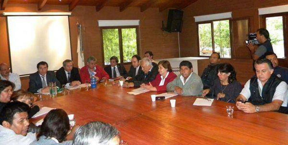 Salarios: el Gobierno acordó con el Frente de Gremios Estatales y la Multisectorial
