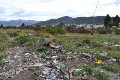 Vecinos volvieron a limpiar el mismo terreno que intentaron ocupar