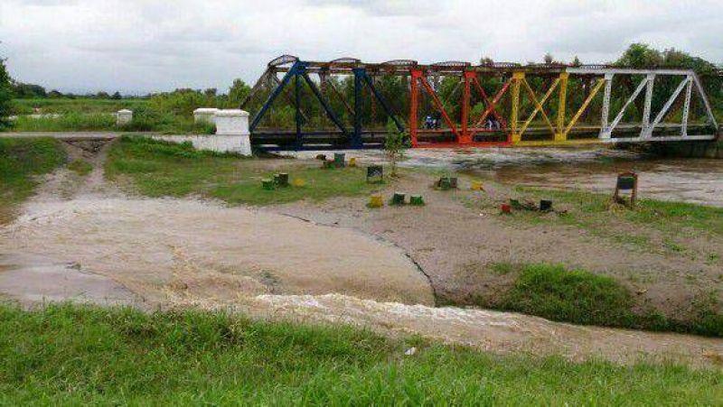Río Chico: Evacuados y anegamientos
