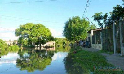 En San Luis del Palmar desbordó el Riachuelo y complica la situación de al menos 100 personas