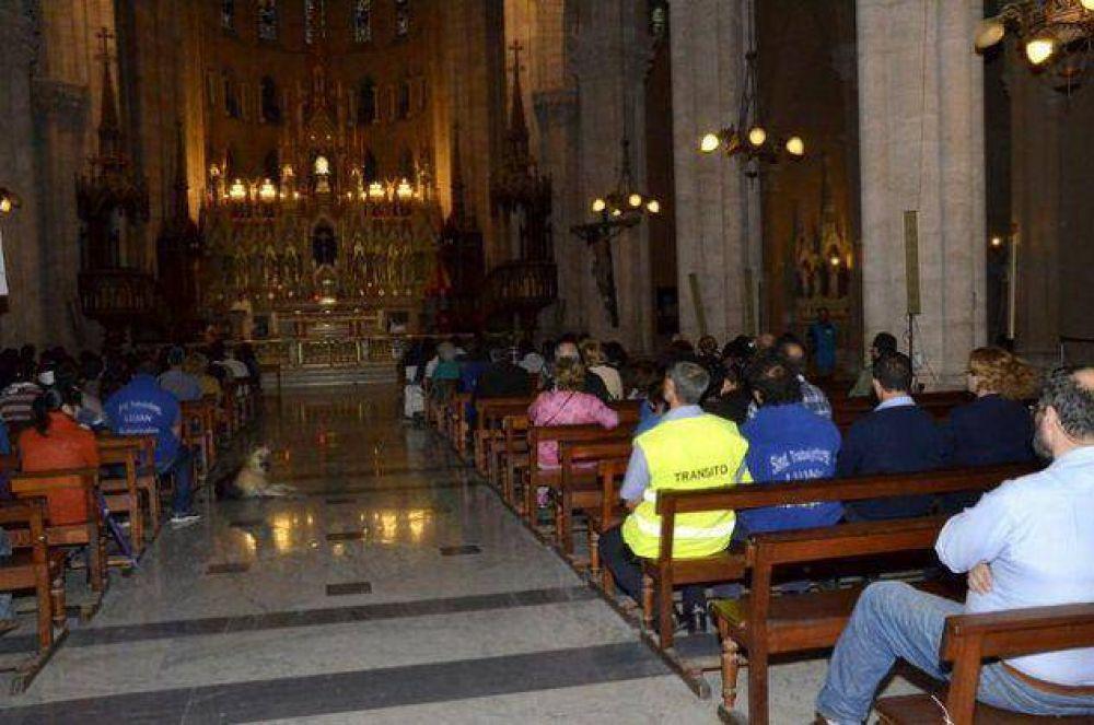 Los Municipales caminaron hasta la Basílica para pedir por una pronta solución