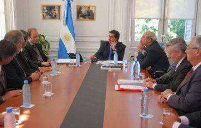 Capitanich se reunió con los agrimensores por inmuebles del Estado y el Procrear