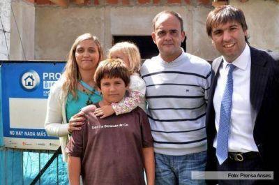 Bossio inauguró la sede de la Anses en Rauch y otorgó certificados de créditos de Procrear