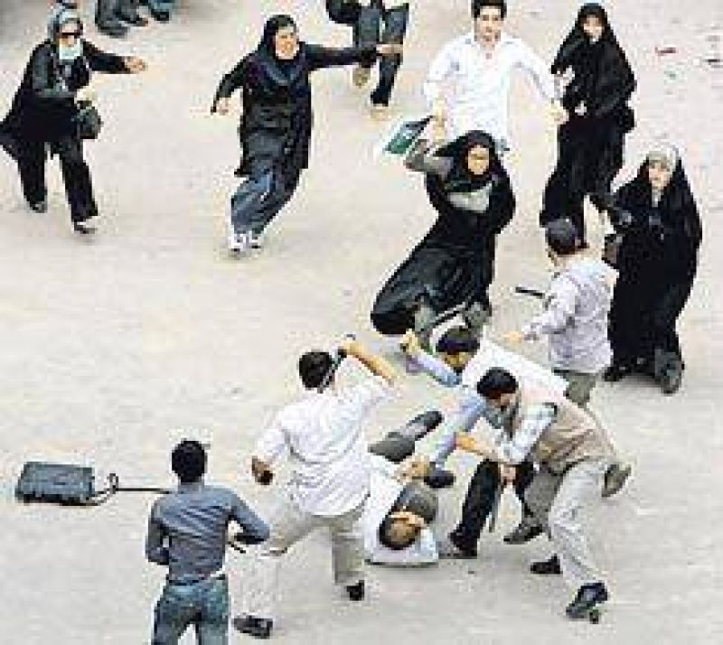 Violencia y represión en Irán: la oposición pide anular el comicio