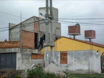 La mayoría de los gremios ve desde afuera las entregas de casas sin sorteo