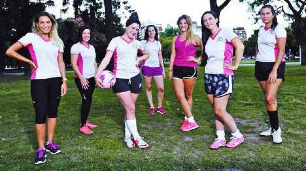 Juntarse Para Ir A Jugar Al Futbol Una Pasion Que Ahora Atrapa A