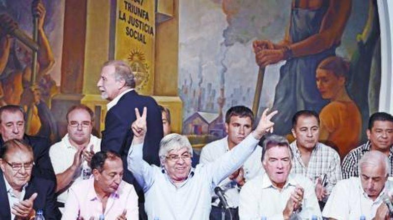 Moyano y Barrionuevo se unieron para lanzar un paro nacional