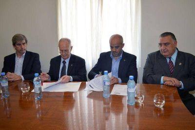 Palo Oliver y Raúl Lamberto firmaron un convenio para incorporar 60 agentes a la Policía Comunitaria