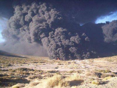 Malarg�e: extinguieron el incendio y evitaron la propagaci�n de las llamas a otros tanques