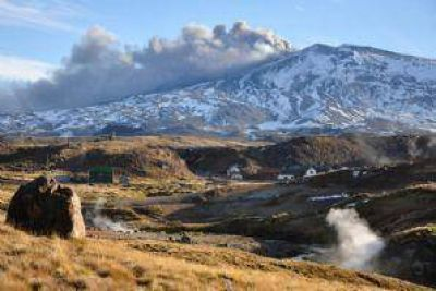 Por posible erupci�n del volc�n Copahue, alertan a equipos de rescate