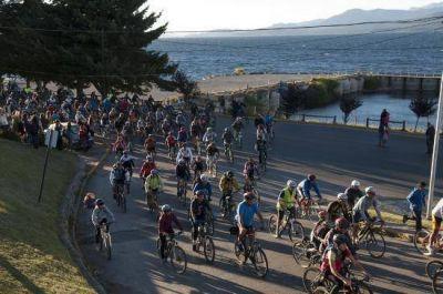 Bariloche: Miles de ciclistas pidieron bicisendas y más respeto