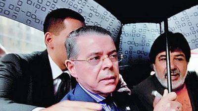 Piden pruebas para investigar a Oyarbide por parar un allanamiento