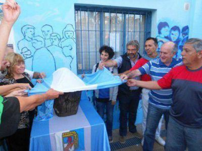 Un busto de Kirchner para la memoria del PJK