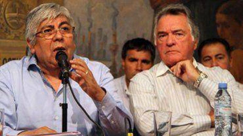 Moyano y Barrionuevo se reúnen para definir la fecha del paro nacional, al que se suma la CTA