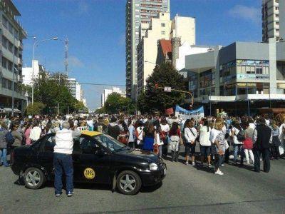 Taxistas autoconvocados levantaron el corte y entregaron un petitorio