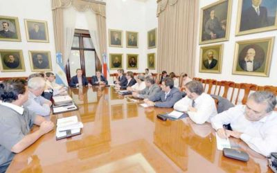 Urribarri reunió a su gabinete para marcar los próximos pasos