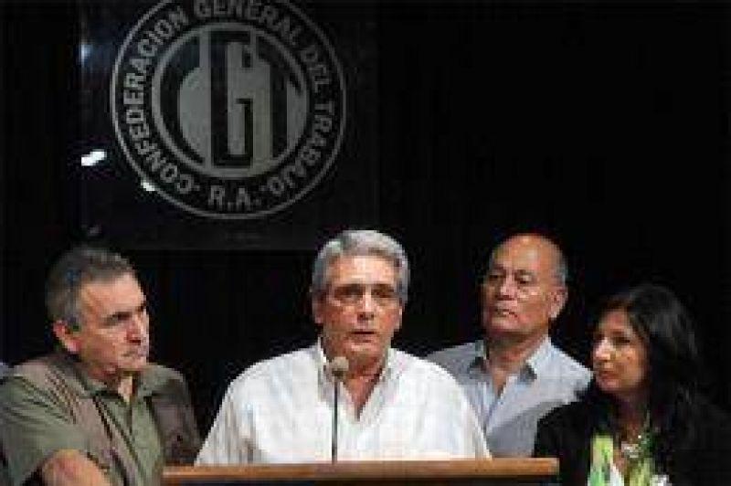 Las centrales obreras de Moyano y Barrionuevo anunciaron un paro general para el 10 de abril