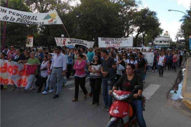 Empleados p�blicos, docentes, judiciales y movimientos sociales marchan a Gobierno